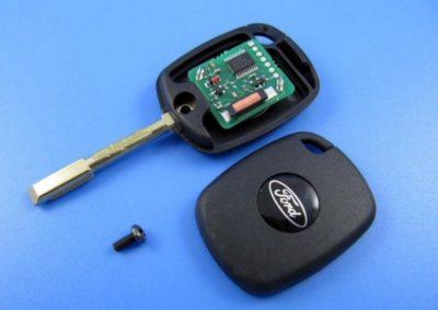 как поменять батарейку в ключе форд фокус
