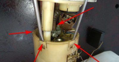 где находится топливный фильтр на шевроле лачетти