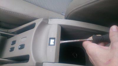 как подтянуть ручник на логане