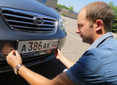 как поставить номера на машину