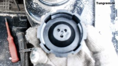 почему на холостых печка дует холодным