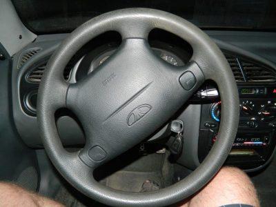 стук когда крутишь руль на месте