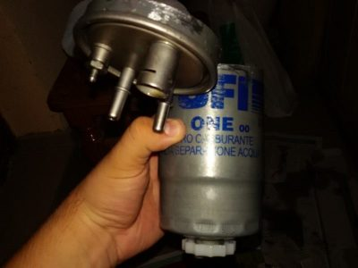 топливный фильтр где находится