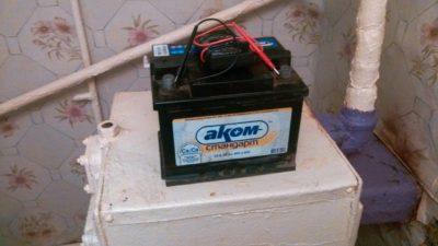 как снять аккумулятор с лады калины