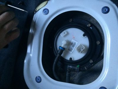 где находится топливный фильтр на ларгусе