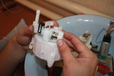замена топливного фильтра киа рио 3